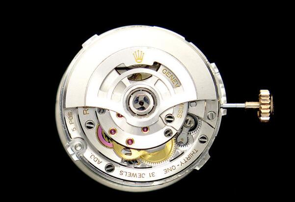 腕時計Cal.3235は自動巻きのムーブメント